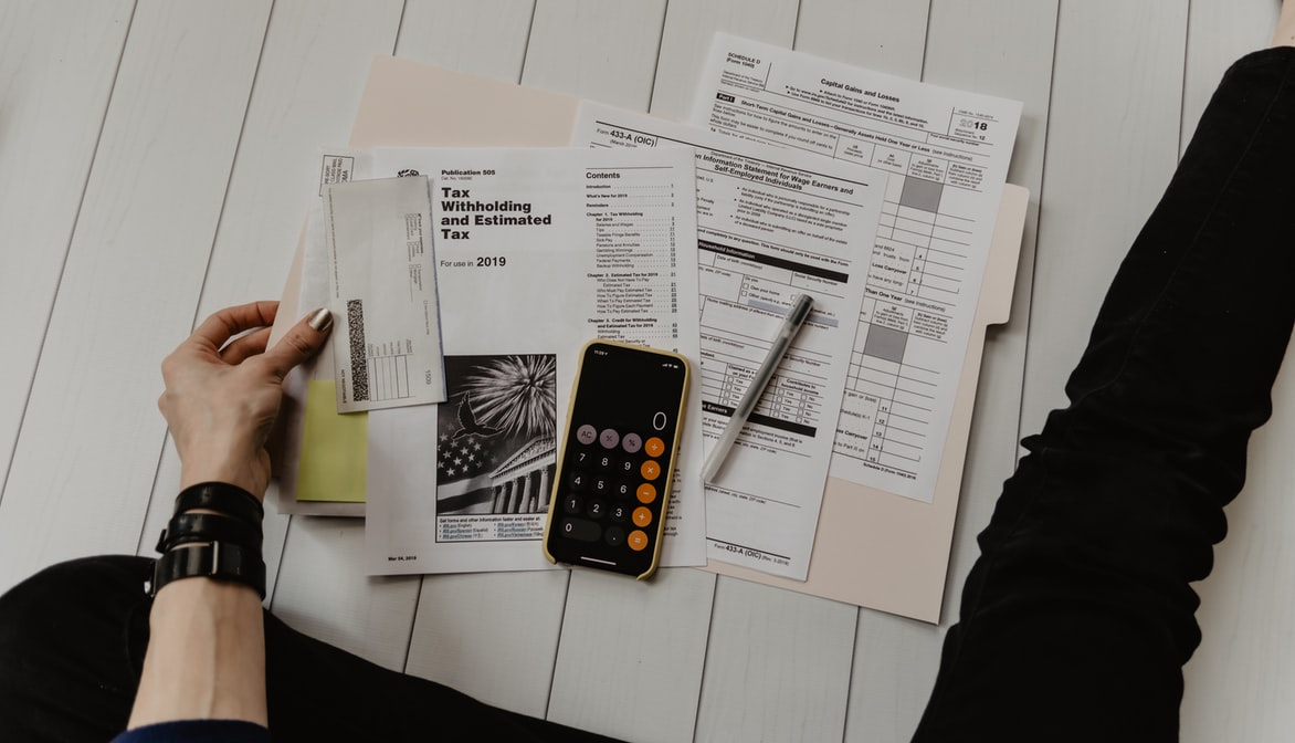 HOW TO CREATE A PRACTICAL BUDGET AND ESCAPE DEBT